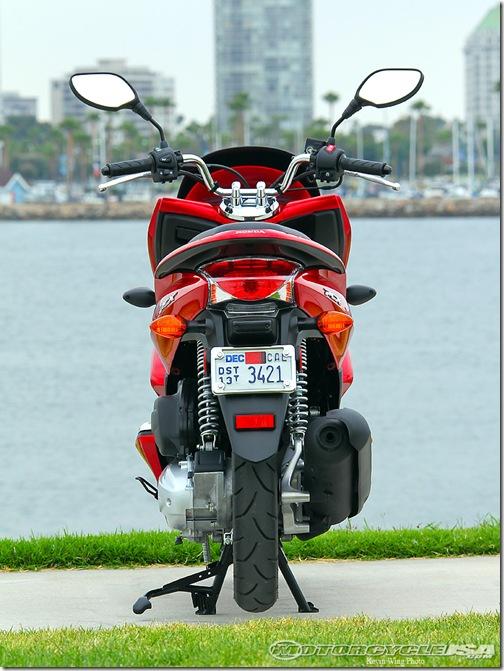 2011_Honda_PCX_125_13