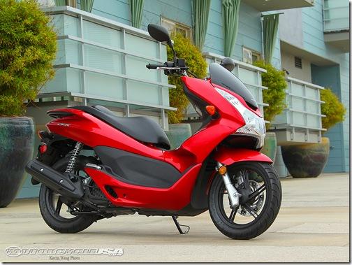 2011_Honda_PCX_125_14